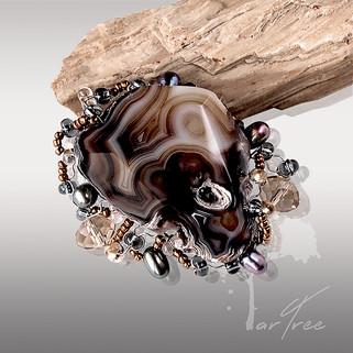 Broszka z agatem i perłami