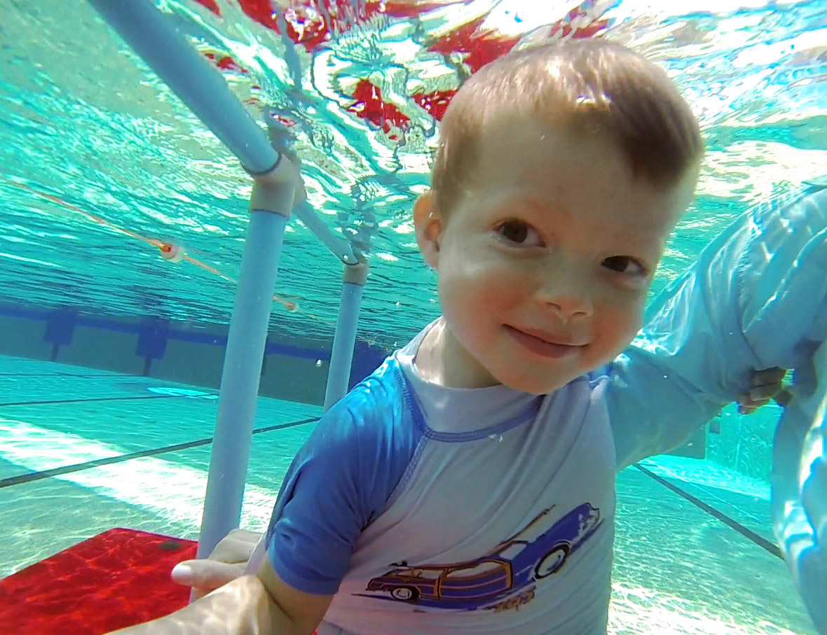 baby under water gove nt