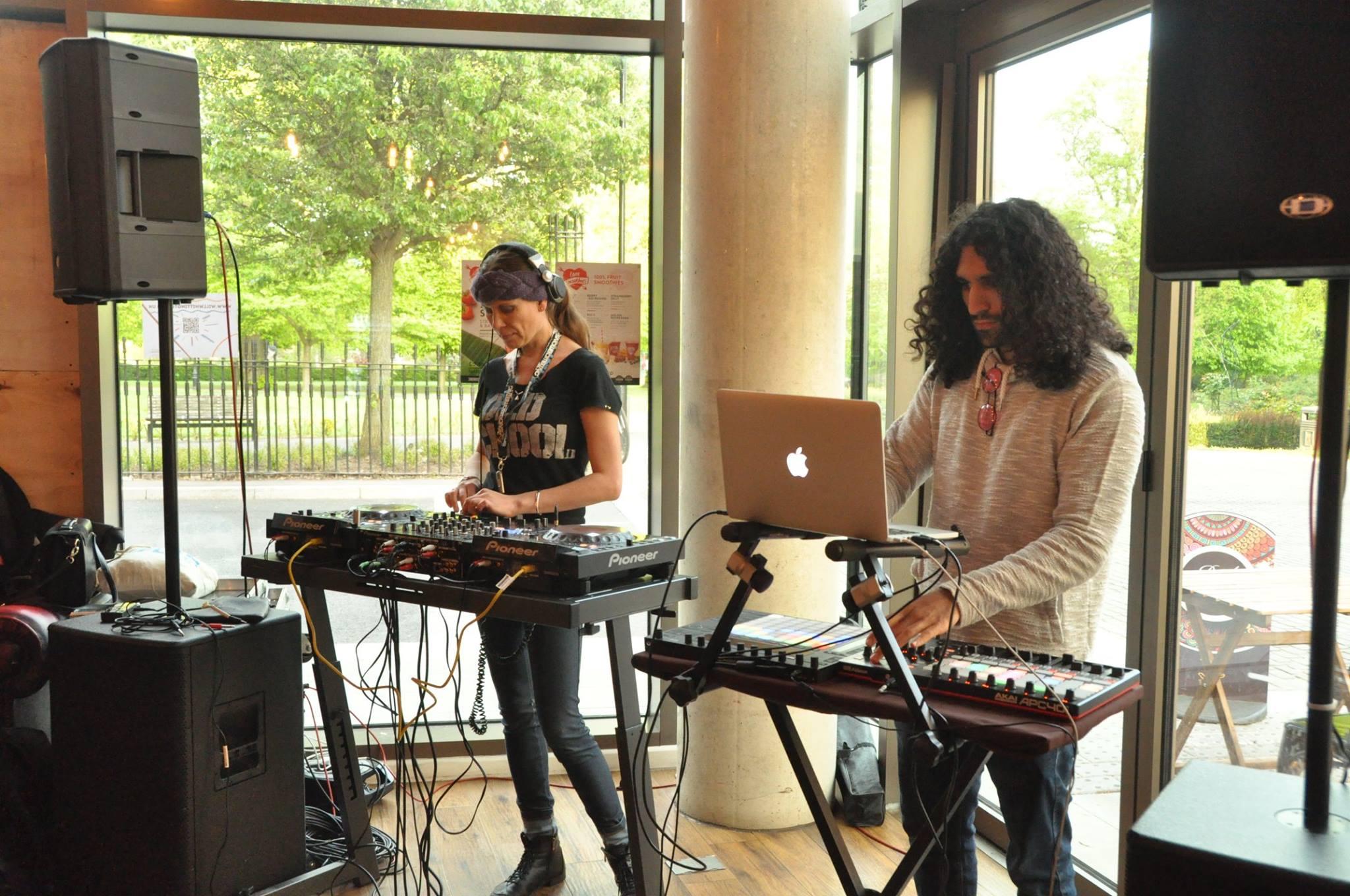 Human Salam Live at Mettricks Café