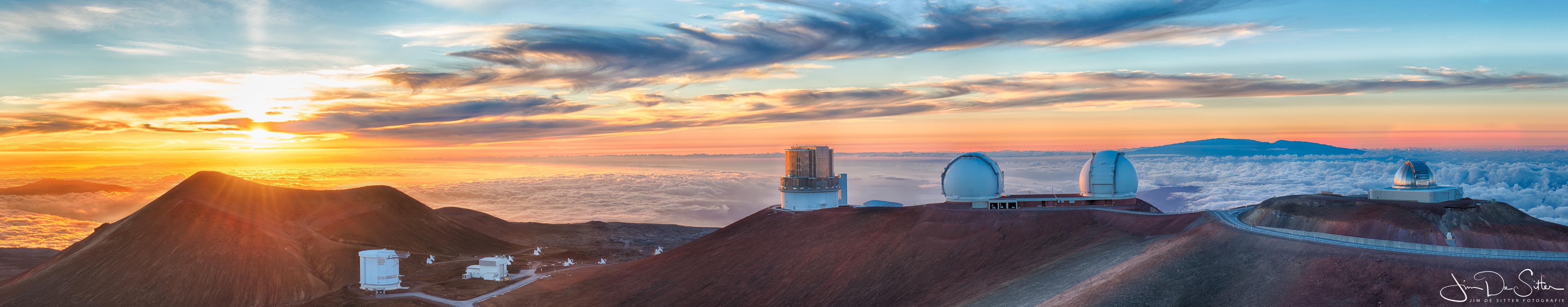 Landschapsfoto : de gigantische telescopen op de top van Mauna Kea in Hawaii