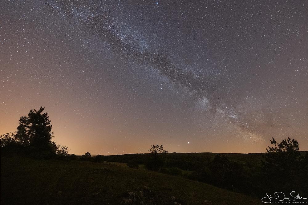 Astrofotografie : de melkweg boven Foundy des Chiens