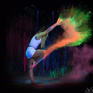 Fluo powder dance