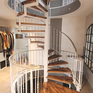 Treppe rund Altholz Design