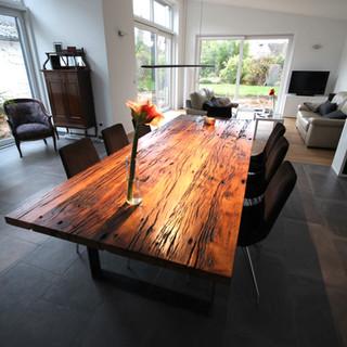 Tisch aus Altholz Eiche