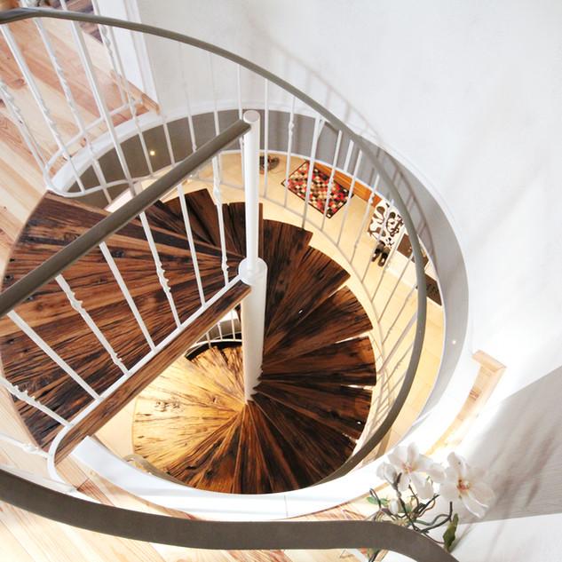 Treppe rund Altholz Design