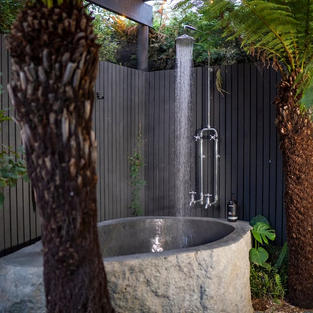 Container Tiny Home in the Fernery w/ Outdoor Tub