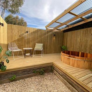 The Tiny Cottage w/ Cedar Hot Tub @ Glebe Gardens