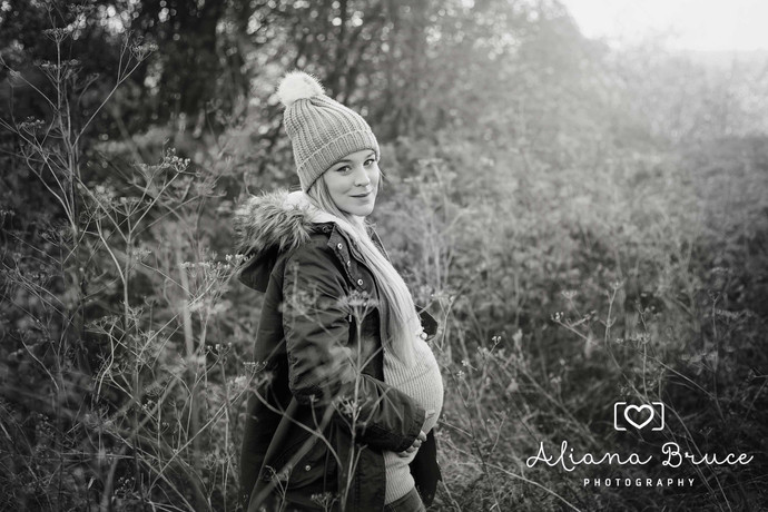 Outdoor maternity photoshoot Guildford Autumn/Winter