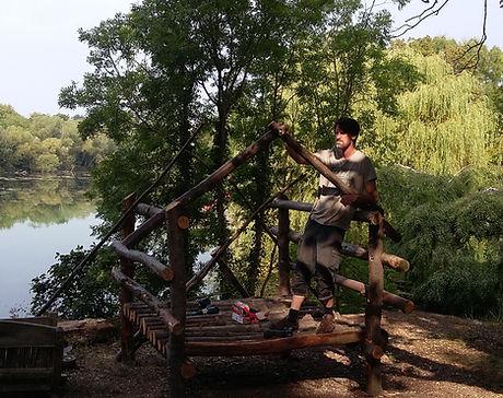 round wood den