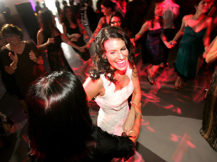 chicago_bride_dance_bridesmaids