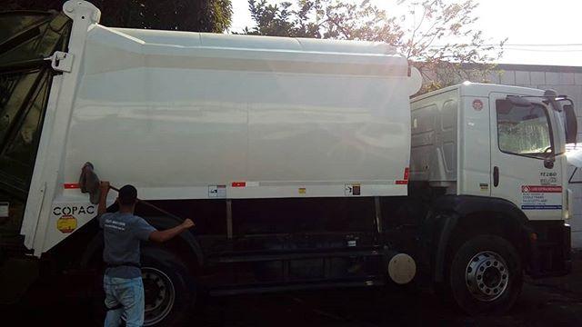 Envelopamento de caminhão