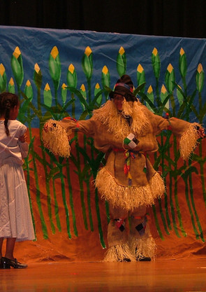 Wiz - Dorothy & Lion backdrop.jpg