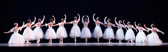 ballet dancers in Les Sylphides