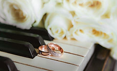 wedding rings flowers on the piano.celeb