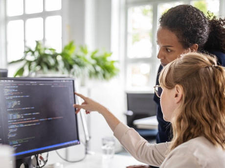 Mulheres em tecnologia: Cresce a presença feminina nas áreas com maior volume de contratações