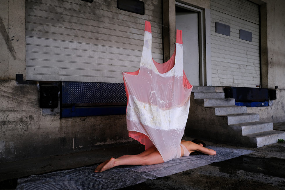 the perfectly fitted bathing suit (2021), 200x150cm, Photo by Mila Nijinsky