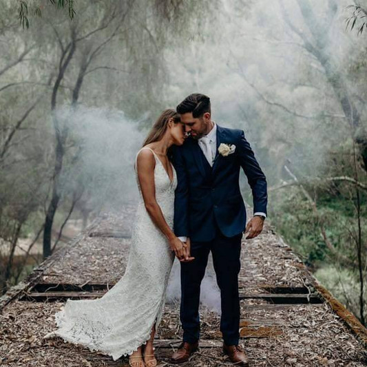 Ashlee and Adam smoke screen photographe