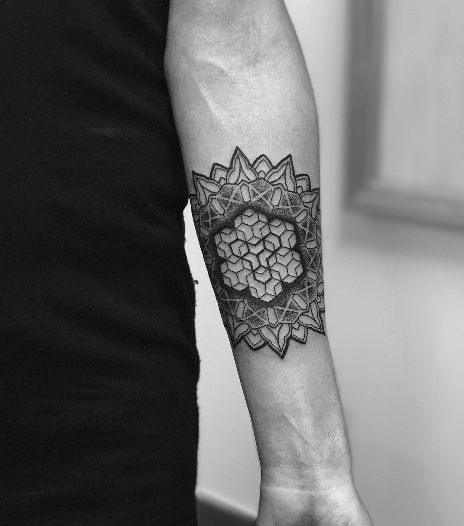 Martin Tattooer Zincik - Mandala pattern