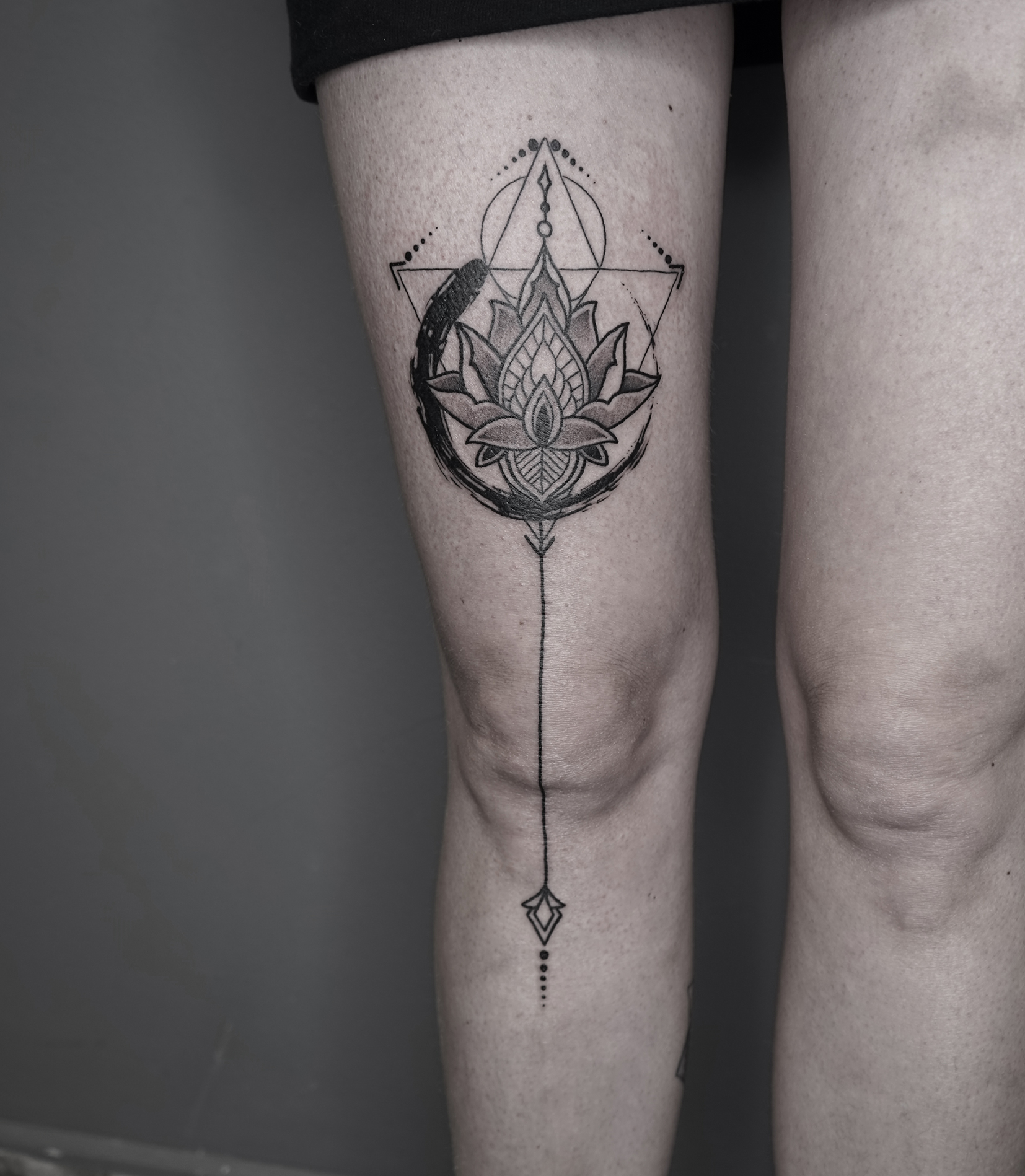 Tattoo Zincik - Lotus linework