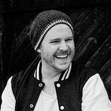 Sven Kurde Trenchcoat Liveband.jpg