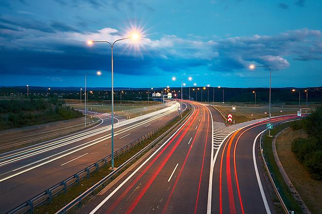 traffic-at-night-P92MLPJ.png