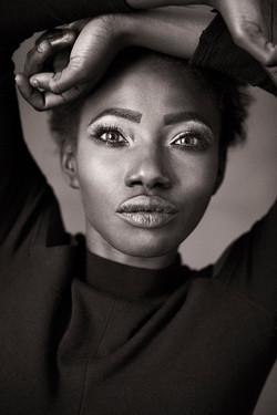 Zwartwit portret Afrikaanse vrouw