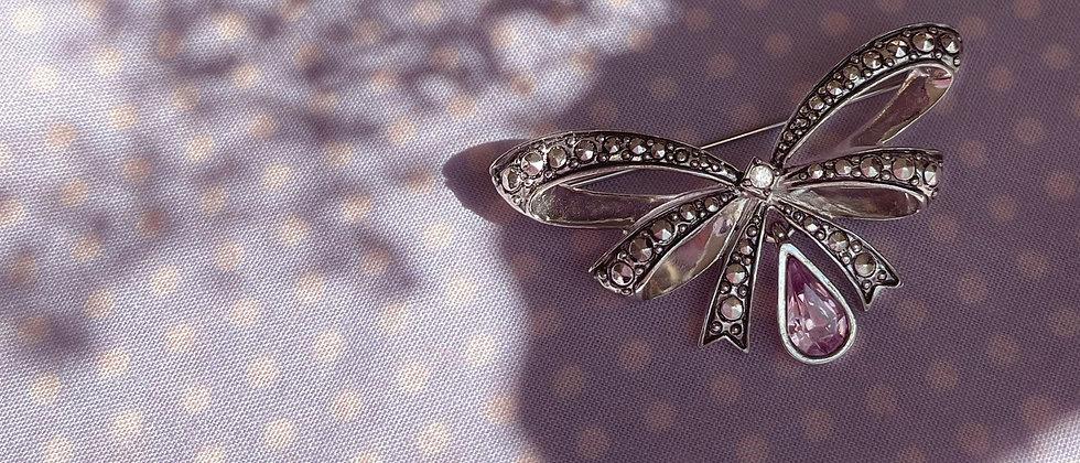 Adorable ribbon knot Avon brooch