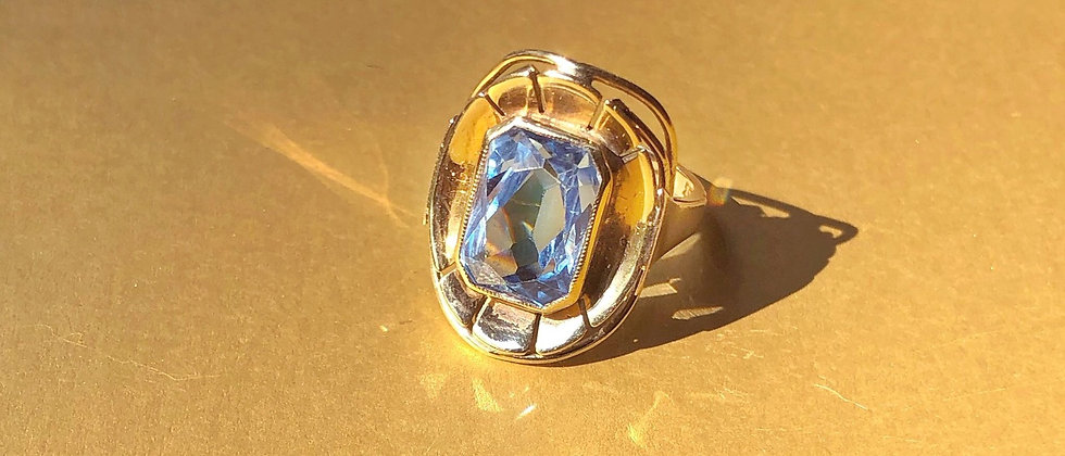 Stunning 8kt gold and spinel ring