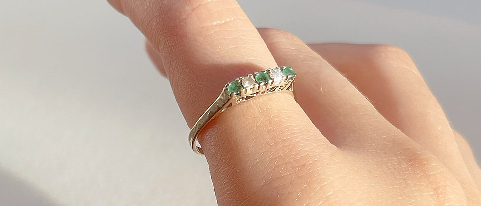 White 18kt gold ring with white sapphires and emeralds