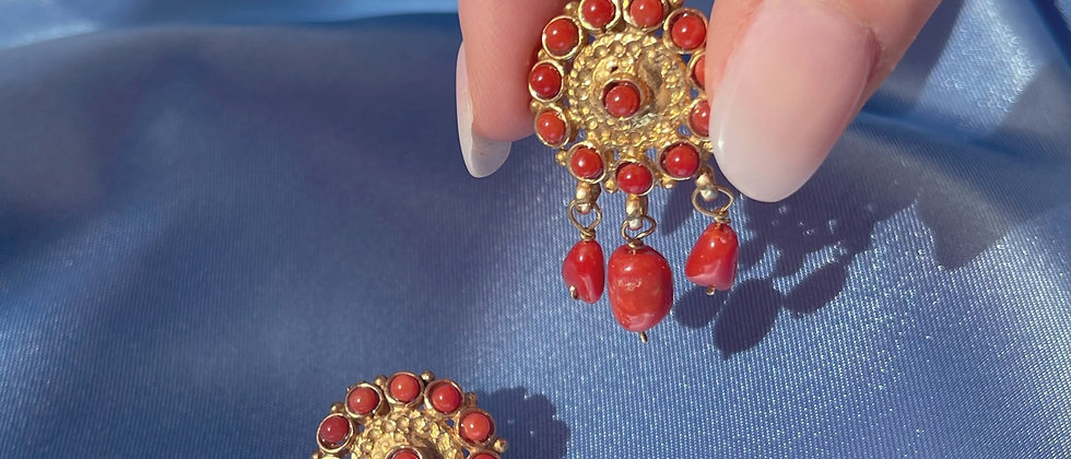Coral round earrings