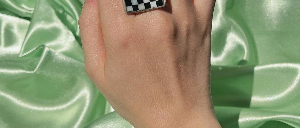 Trendy chess ring