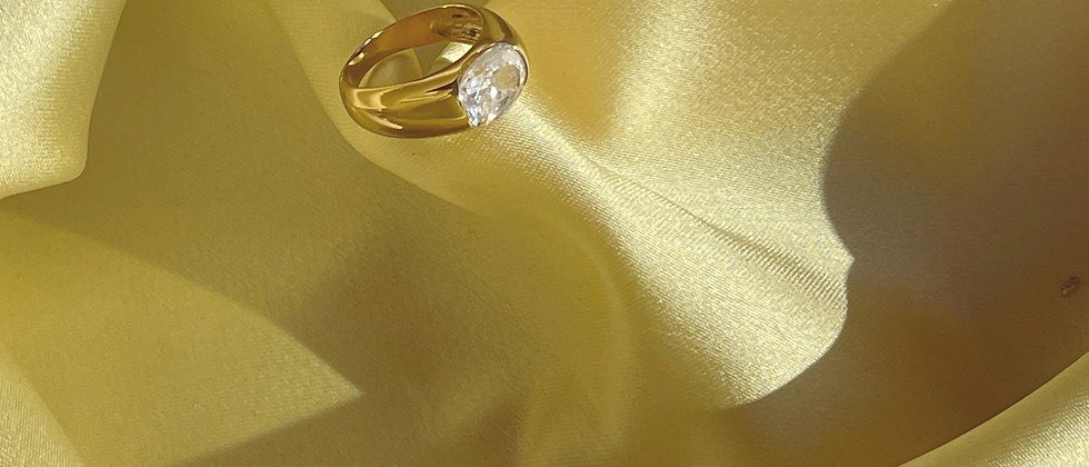 18kt gold-plated silver white band ring