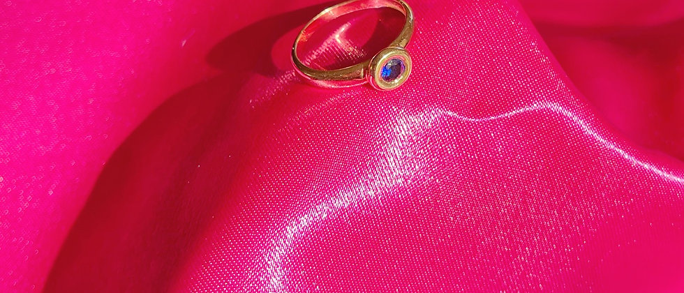 Nice 18kt gold plated blue solitaire ring