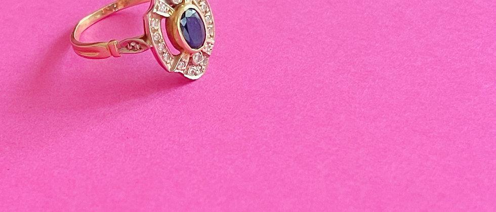 Elegant oval 18kt gold ring