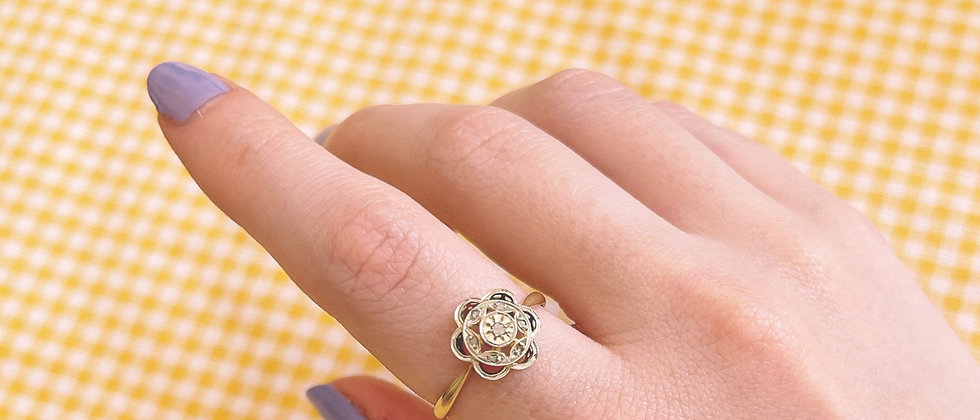 18kt gold rosette ring with white sapphires