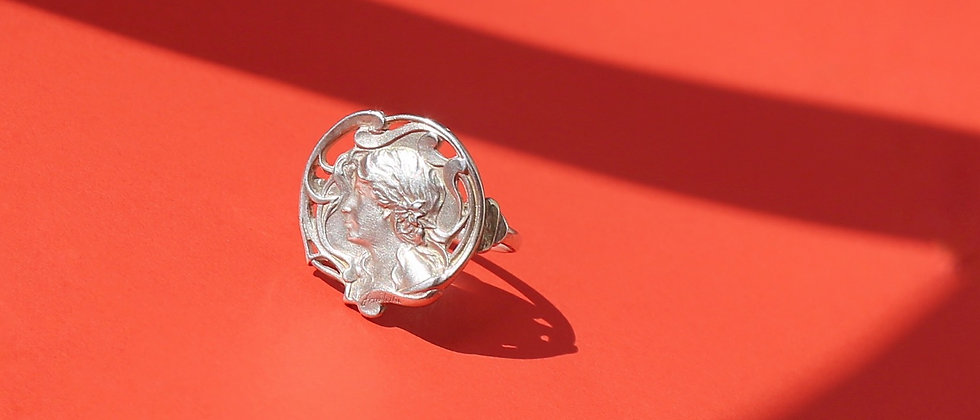 "Silver ""Art Nouveau"" ring with a feminine figure"