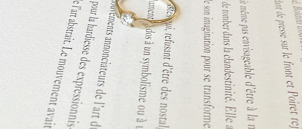 18kt gold-plated thin solitaire ring
