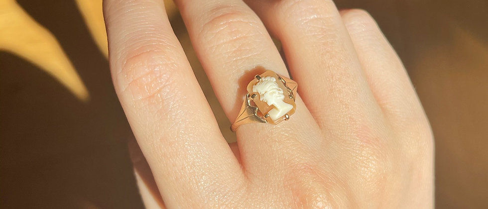 9kt gold Cameo Ring