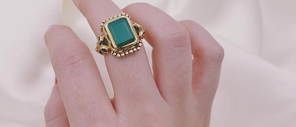 Beautiful agate signet ring