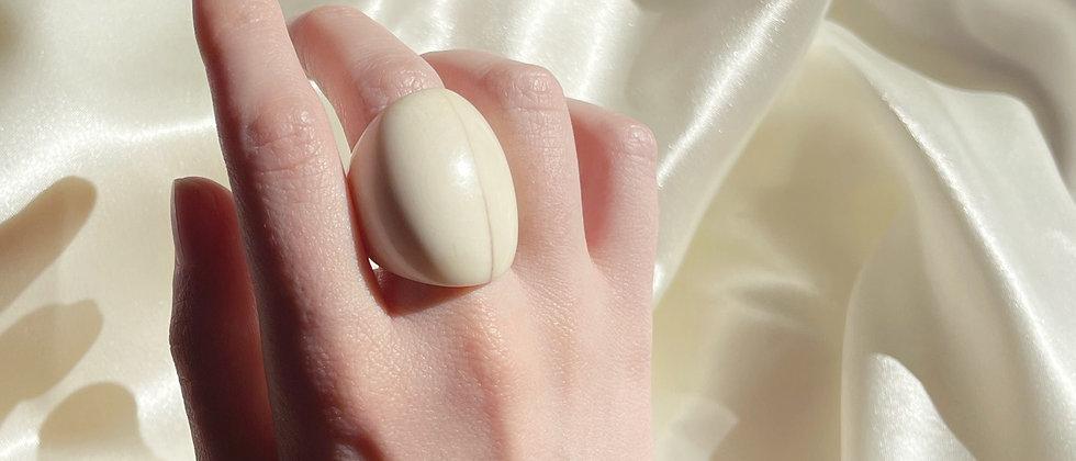 White horn ring