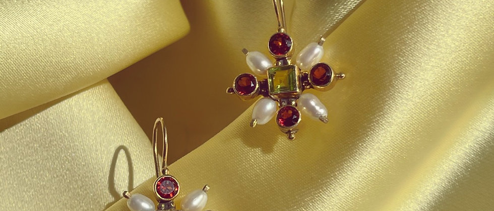 Peridots and garnets pearly earrings