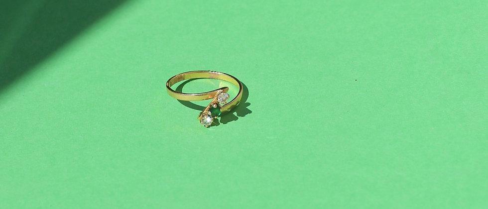 Emerald assymetrical 18kt gold ring
