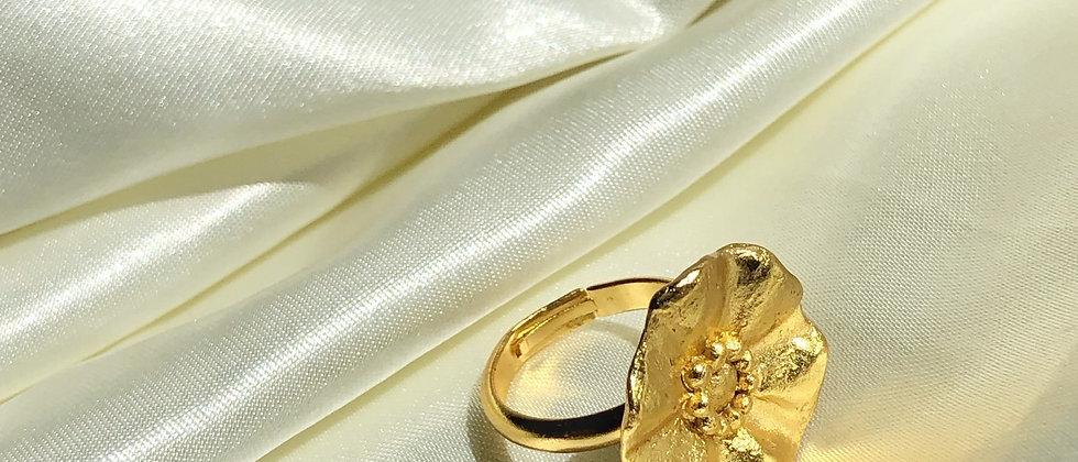 Golden flower ring