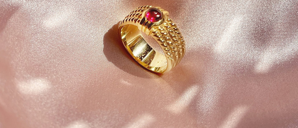 18kt gold plated ring with a refined red stone