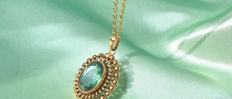 Vintage gold-plated green stone pendant