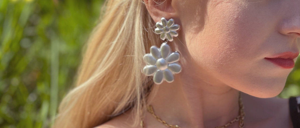 Silver-colored flowers clips