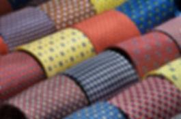 800px-Silk_ties_-_4040.jpg