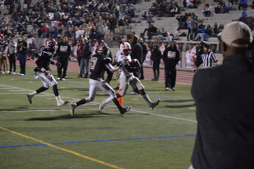 Woodland's #20 Christopher Charles rushes in for 4-yd touchdown
