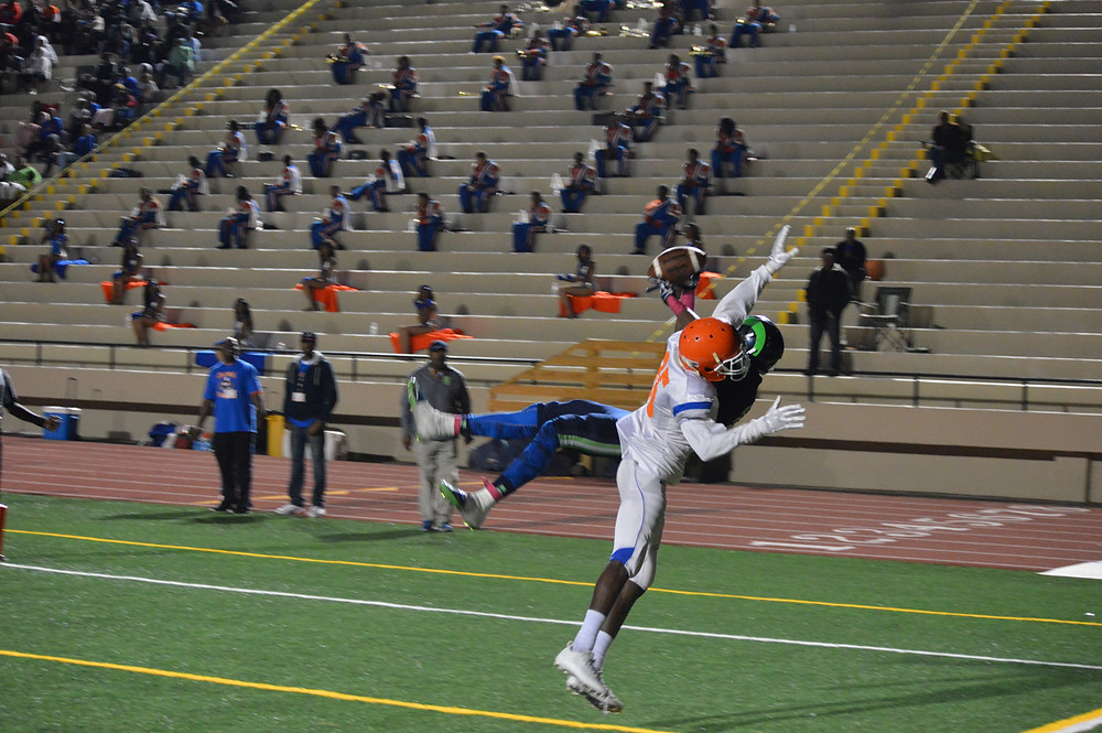 #13 Michael Miller hauls in catch for 6
