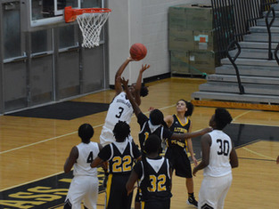 Douglass Astros Pick Up 79-35 Win Over Lithonia Bulldogs Behind Thompson's 32 Points